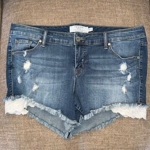 EUC Torrid Jean Shorts Size 16.
